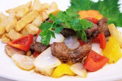 牛ヒレ肉とカラフル野菜の炒め