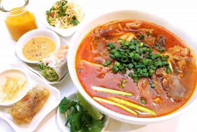 北千住 辛口牛すじコラーゲンスープ麺のセット