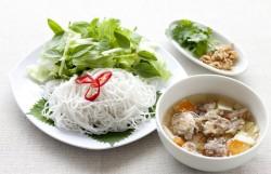 山盛り野菜と肉団子のビーフンつけ麺