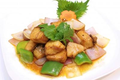 白身魚揚げとカラフル野菜炒め