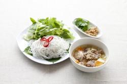 山盛り野菜と肉団子のつけめん Bun cha hanoi